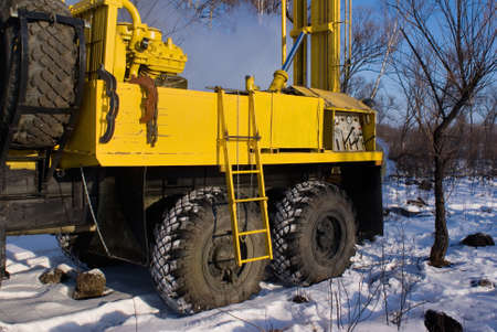 mobile bore installation for boring the bore holes