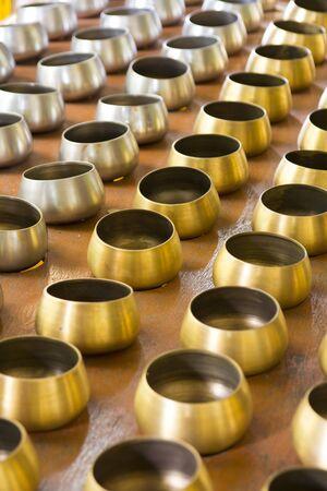limosna: Antecedentes de oro y color plata limosna bowl