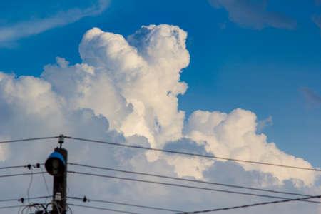 Dramatic cloudy sky. Fluffy clouds. Standard-Bild