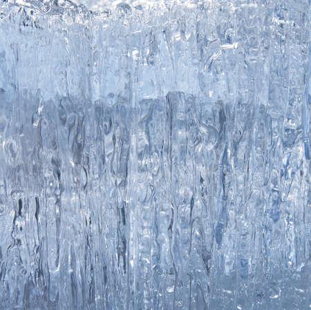 つらら: 滑らかな青色のブロック溶融氷、クローズ アップ
