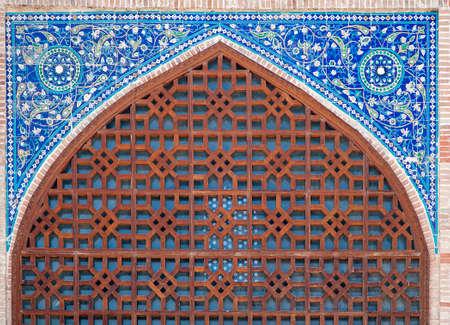 コック グンバズ モスク、Shahrisabz、ウズベキスタンのアーチのポータル