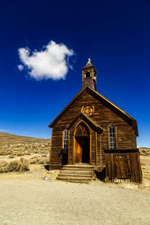 BODIE, USA - OCTOBER 6, 2015: A historic wooden church in the deserted mining town of Bodie in California. The old wild west town is now a state park. Éditoriale