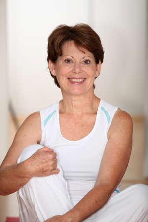 exercices: Closeup of senior woman doing stretching exercices