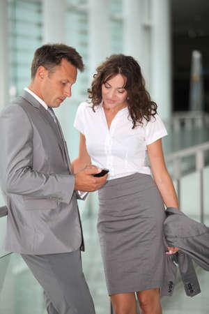 damas antiguas: Gente de negocios que se espera en el aeropuerto