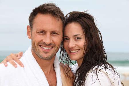 pareja saludable: Detalle de la feliz pareja en el tratamiento de spa  Foto de archivo