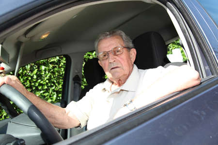 independance: Elderly person driving a car