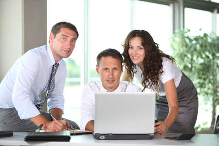 Business-Leute in einer Sitzung Arbeit im Büro