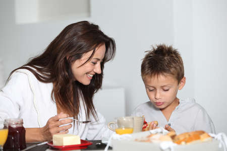 to feed: Mother and son having breakfast