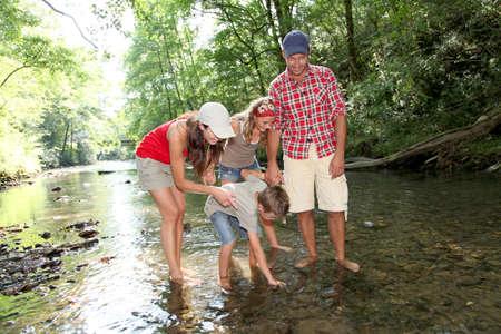 川を渡って家族 写真素材