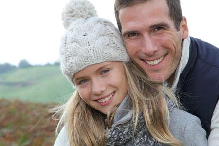 두서없는: Happy father with daughter in fall season