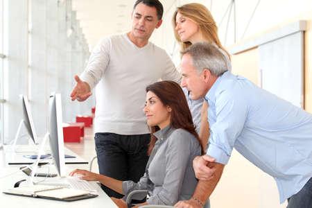formacion empresarial: Grupo de personas en formaci�n empresarial
