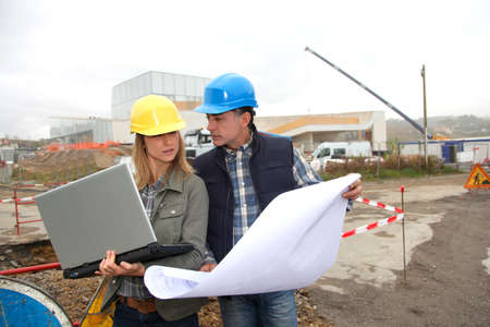 computer worker: Architect and engineer on construction site