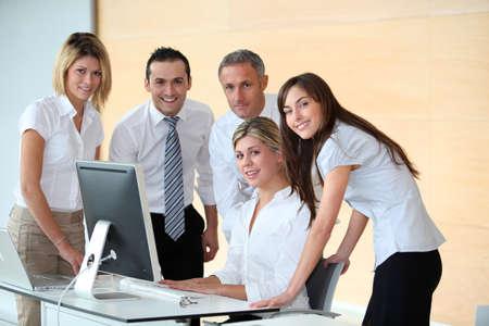 reunion de trabajo: Grupo de gente de negocios en la reuni�n de trabajo Foto de archivo