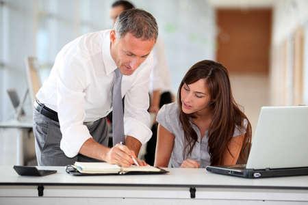 secretaria: Director y Secretario de trabajo en la Oficina