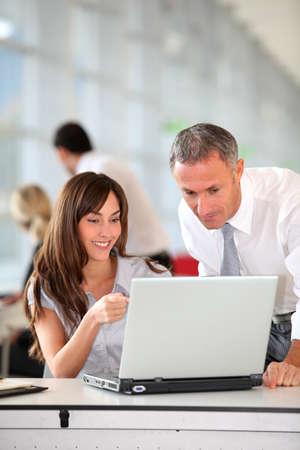 segretario: Manager e Segretario, lavorando in ufficio