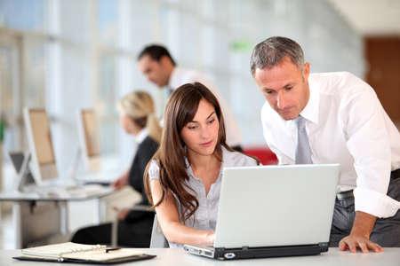 trabajador oficina: Director y Secretario de trabajo en la Oficina