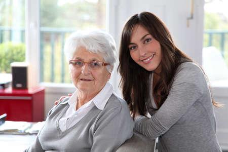 Detalle de la anciana con joven Foto de archivo