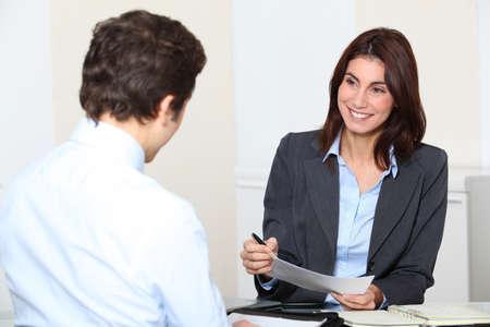 recursos humanos: Tener una entrevista de solicitante de empleo