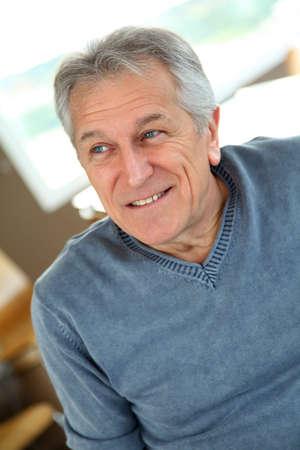 hombre viejo: Retrato de hombre senior