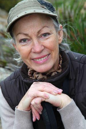 두서없는: Portrait of senior woman on a rambling day