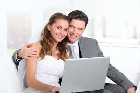 wedding gawn: Bride and groom surfing on internet