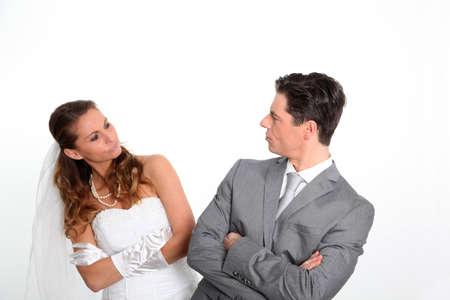 angry couple: Expresiones de la pareja casada en fondo blanco Foto de archivo