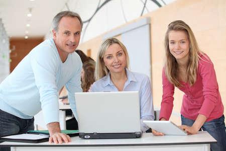 profesores: Profesores y adolescente de equipo