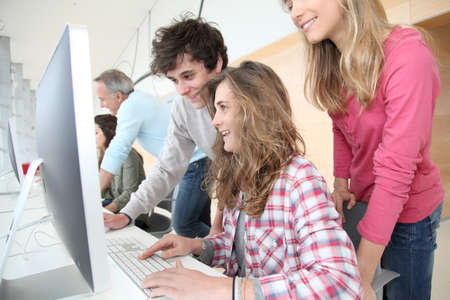 traineeship: Students in training course looking at desktop computer