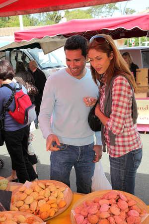 Couple shopping in outdoor market Stock Photo - 9479976