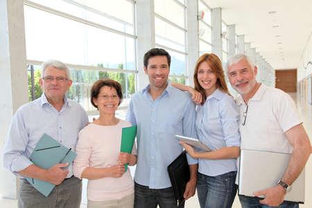 curso de formacion: Grupo de gente feliz superiores en el curso de formaci�n Foto de archivo