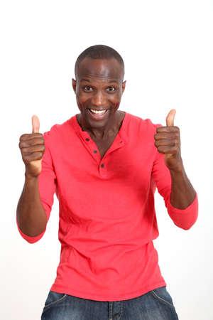 actitudes: Guapo hombre negro con actitud alegre Foto de archivo