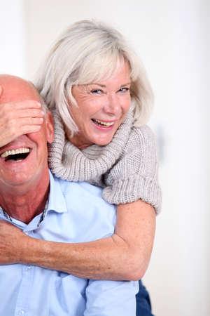 pareja de esposos: Retrato de pareja de ancianos felices Foto de archivo