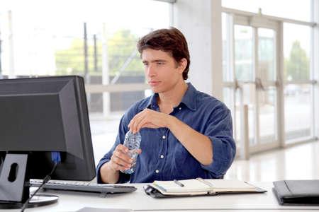 curso de capacitacion: Agua potable Oficina trabajo de computadora de escritorio