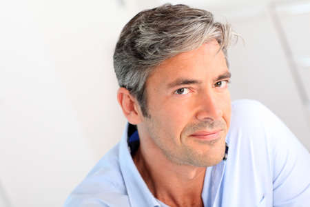Retrato de guapo de 40 años de edad, hombre Foto de archivo