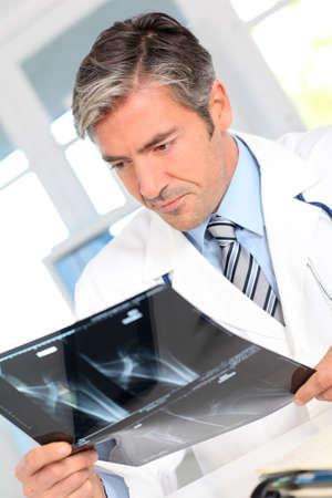 medicalcare: Man looking at Xray results