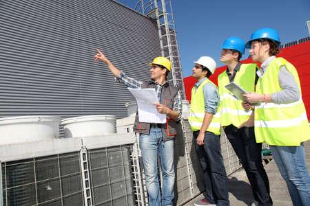 ingenieria industrial: Grupo de estudiantes en la formaci�n profesional