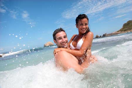 caribe: Cheerful couple enjoying the waves