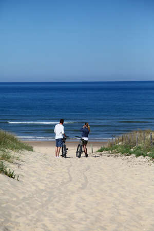Couple with bicycles looking at the ocean Stock Photo - 13808644