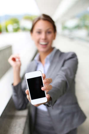 telephone saleswoman: Closeup of smartphone screen hold by businesswoman