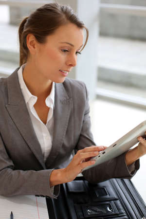30 years old woman: Businesswoman using electronic tablet