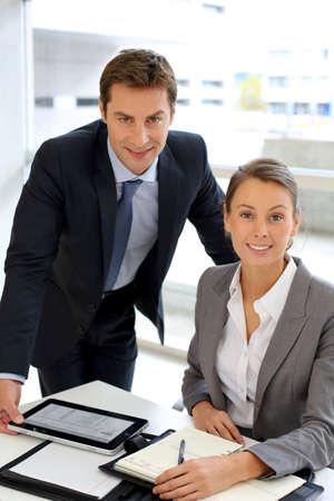 secretaria: Retrato de la gente de negocios en la oficina Foto de archivo