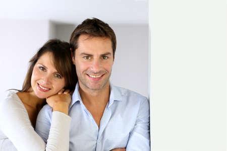 familia abrazo: En amor pareja abraz�ndose