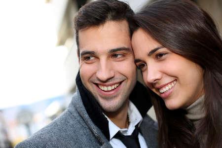 fashionable couple: Retrato de pareja de moda en la ciudad Foto de archivo