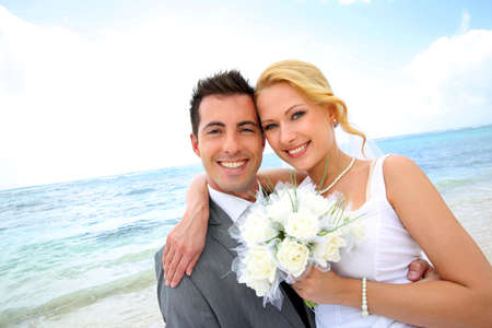 sea flowers: Just married couple at the beach