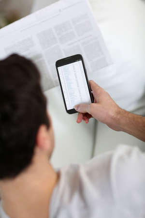 regular: Regular paper news and digital texts