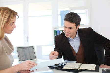 legal document: Abogado reuni�n Mujer de crear su propio negocio