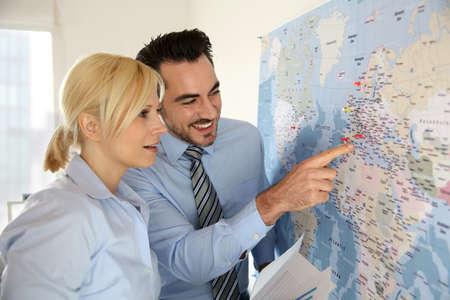 international sales: International commerce partnership