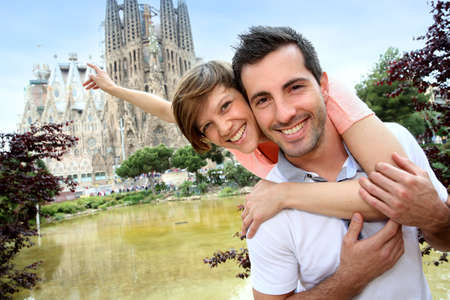 barcelona cathedral: Couple standing by the Sagrada familia church, Spain