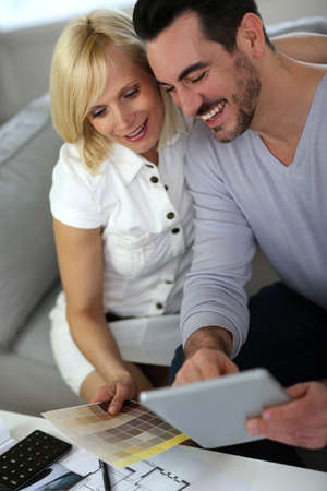 doityourself: Couple working on home remodellng