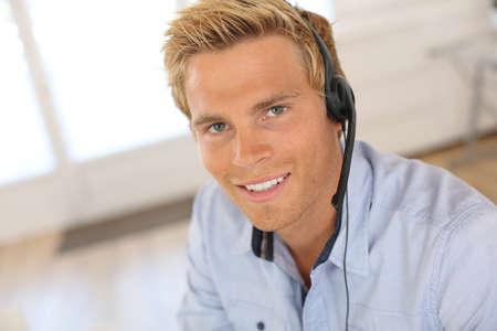 callcenter: Smiling attractive customer service representative